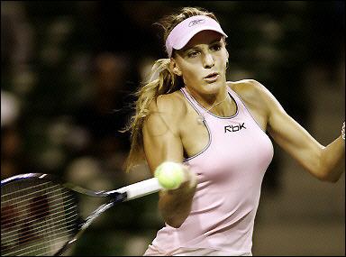 バイディソバ16歳:BEST4: … '05AIGジャパンオープンテニス:Nicole Vaidisova returns the ball to Akiko Morigami during their singles ma... - Tennis - Yahoo! Sports