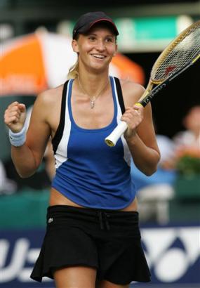 タチアナ・ゴロビン17歳:BEST4: … '05AIGジャパンオープンテニス:Tatiana Golovin of France reacts after winning a match point against Japan... - Tennis - Yahoo! Sports