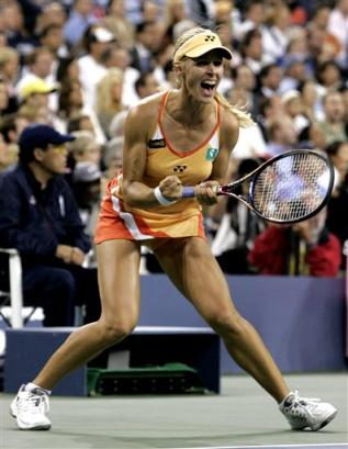 エレーナ・デメンティエワ:BEST4:'05全米オープンテニス:Yahoo! Sports - Tennis - Photo - Elena Dementieva of Russia reacts during her women's singles quarte...