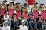 マリア・シャラポワのファン@中国:Yahoo! Sports - Tennis - Photo - Chinese fans cheer Maria Sharapova of Russia during her play agains...