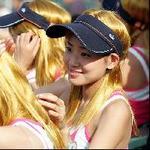 気分はシャラポワ、金髪美女の応援団つめかける 2005/09/23(金) 02:13:37 [中国情報局]